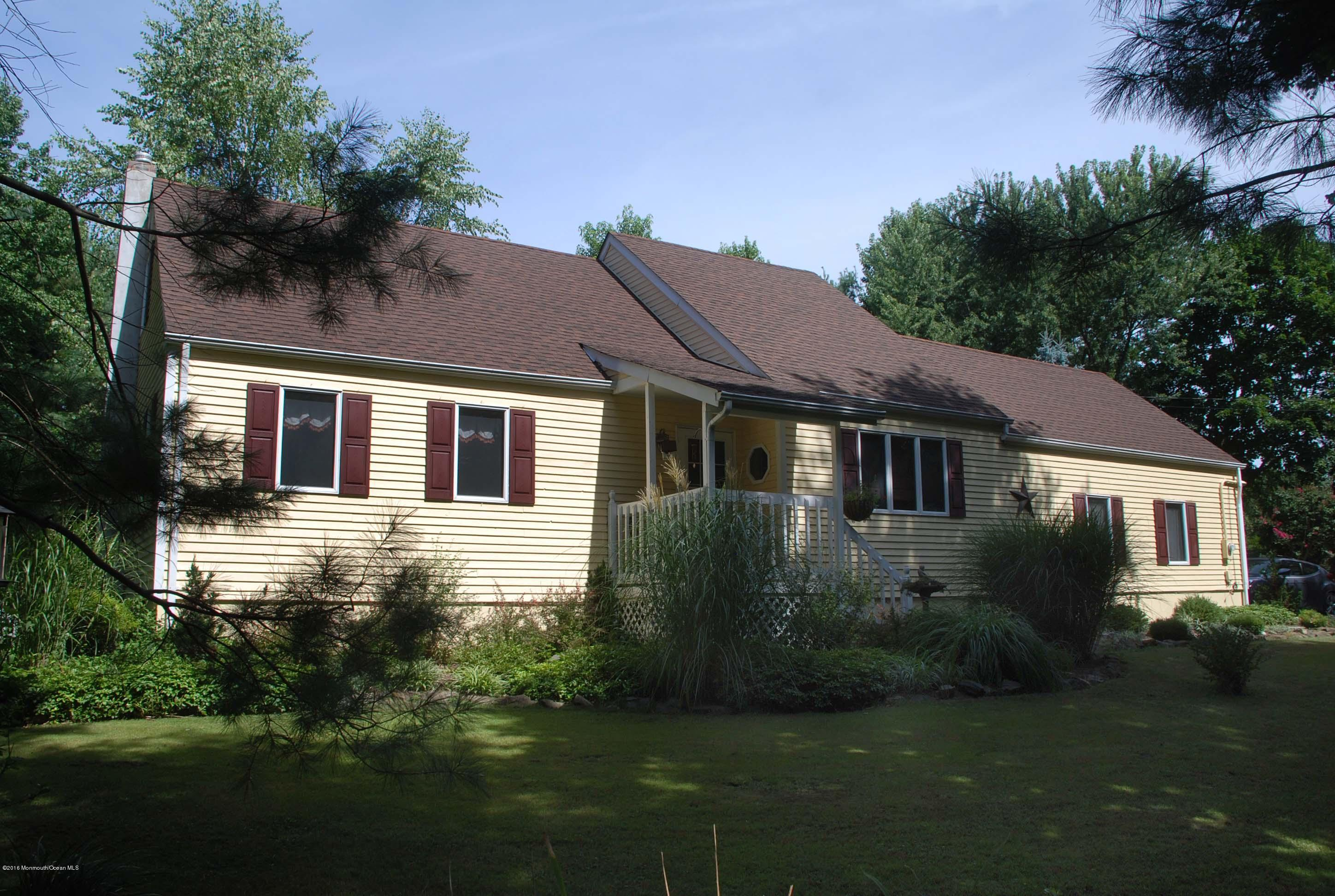 Photo of home for sale at 185 Stillhouse Road Road, Millstone NJ