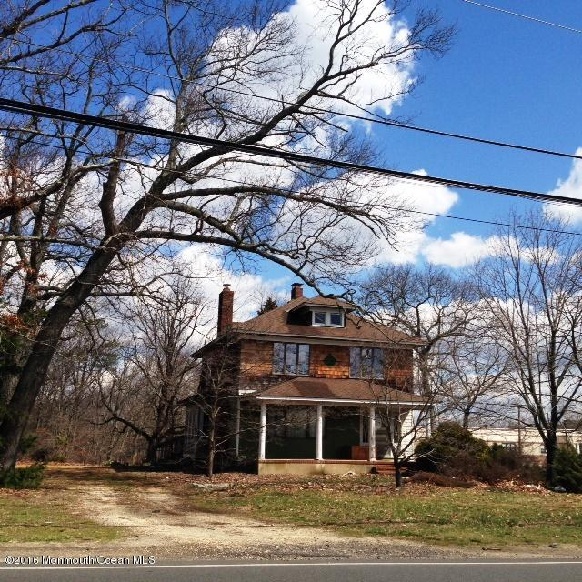 Photo of home for sale at 1001 Cross Street Street W, Lakewood NJ