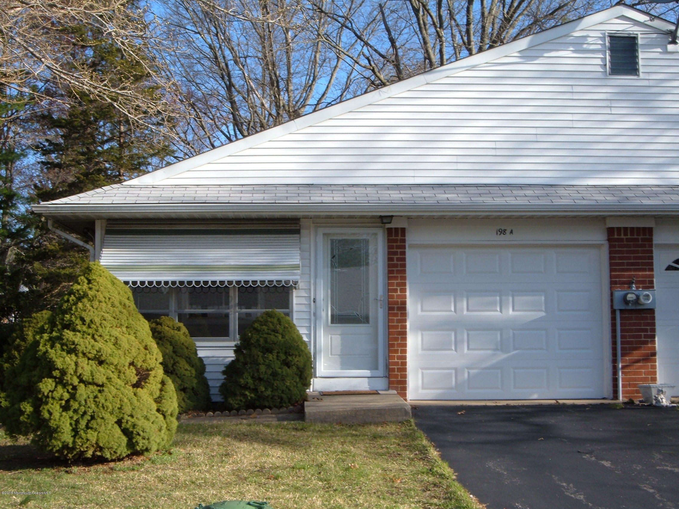 Photo of home for sale at 198a Laurel Place Place, Whiting NJ