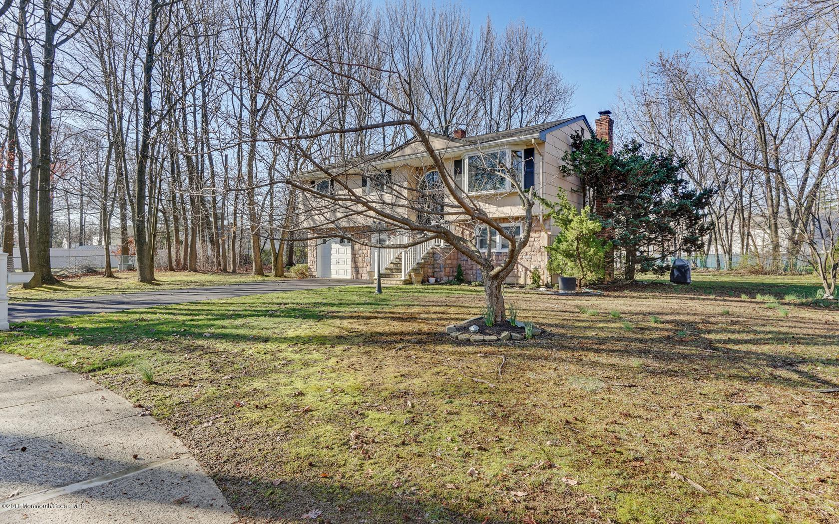 Photo of home for sale at 6 Hogarth Street Street, Hazlet NJ