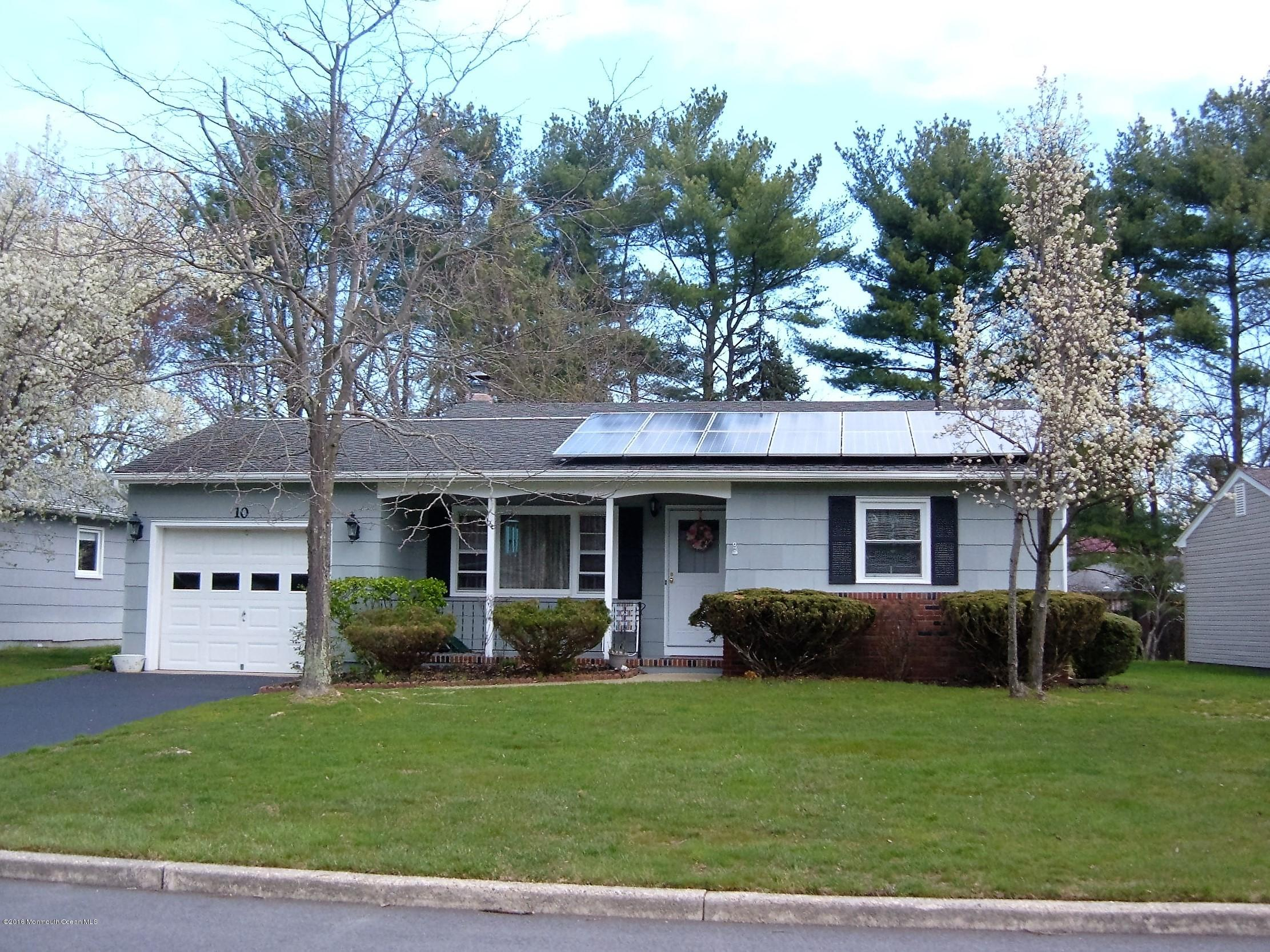 Photo of home for sale at 10 Norwich Drive Drive, Toms River NJ