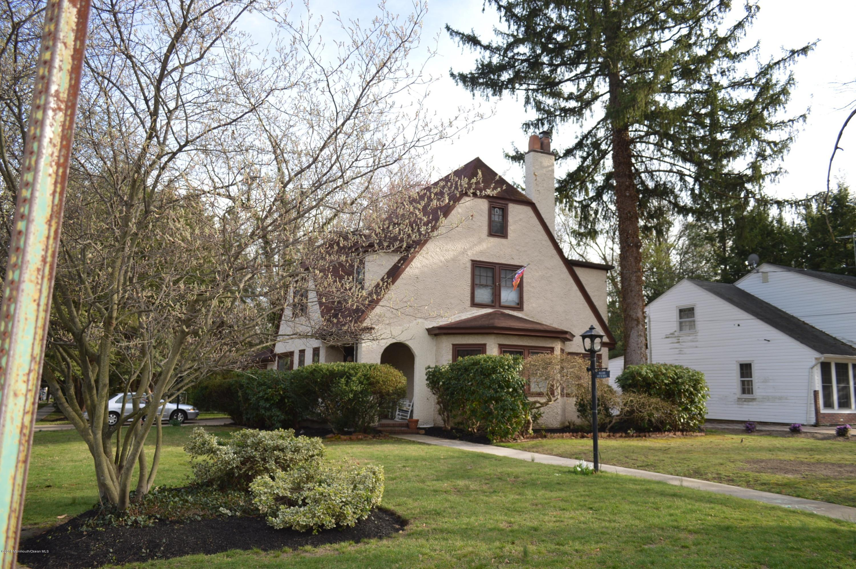 Photo of home for sale at 100 Maple Avenue Avenue W, Moorestown NJ