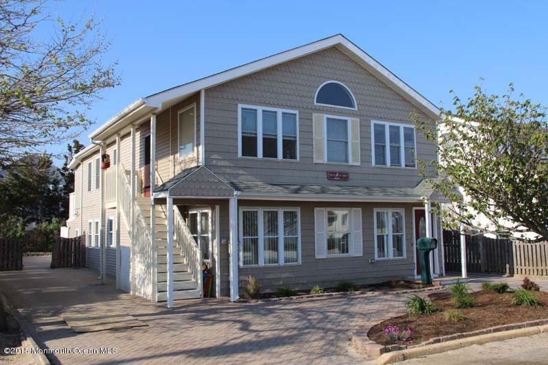 Photo of home for sale at 21 Princeton Avenue Avenue, Lavallette NJ