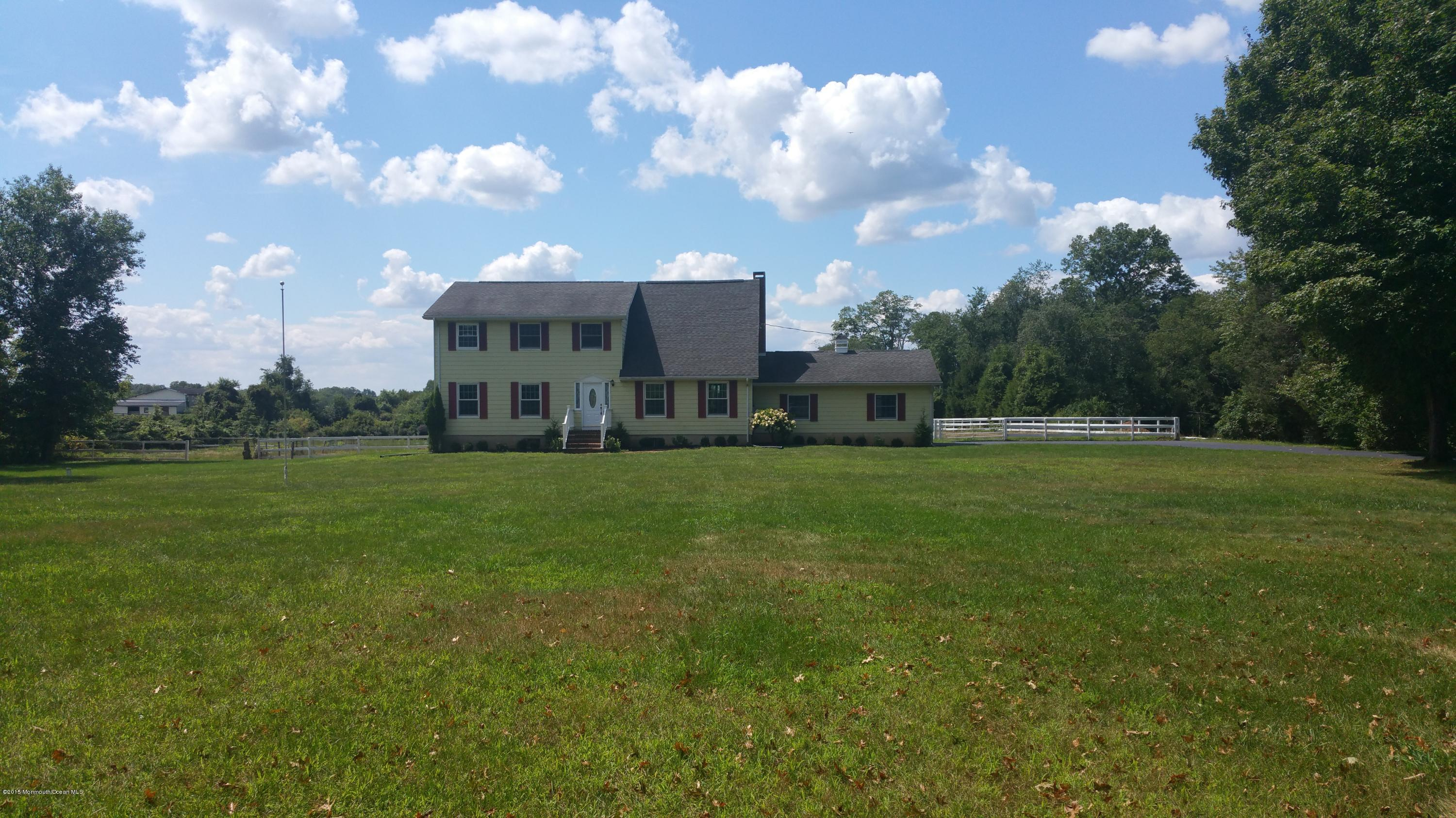 Photo of home for sale at 146 Meirs Road Road, Cream Ridge NJ