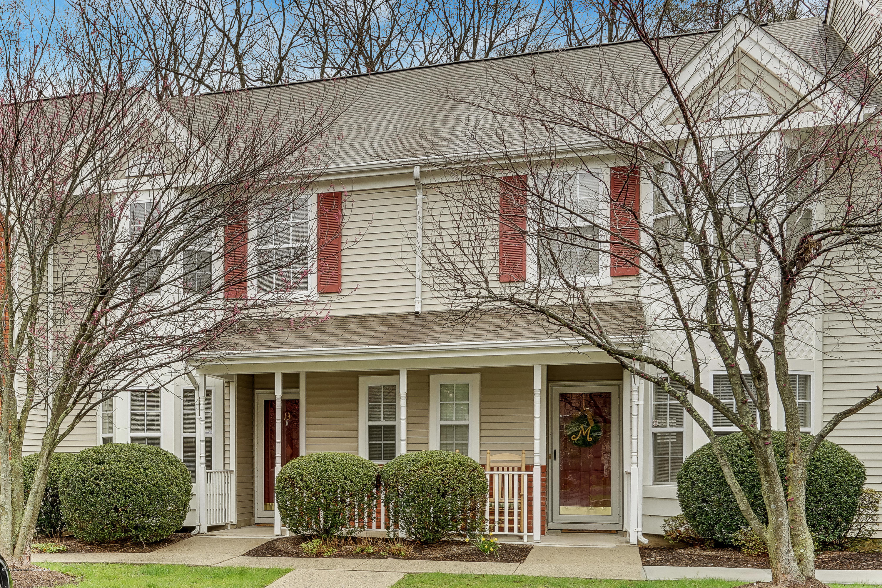 Photo of home for sale at 13 Lexington Court Court, Holmdel NJ