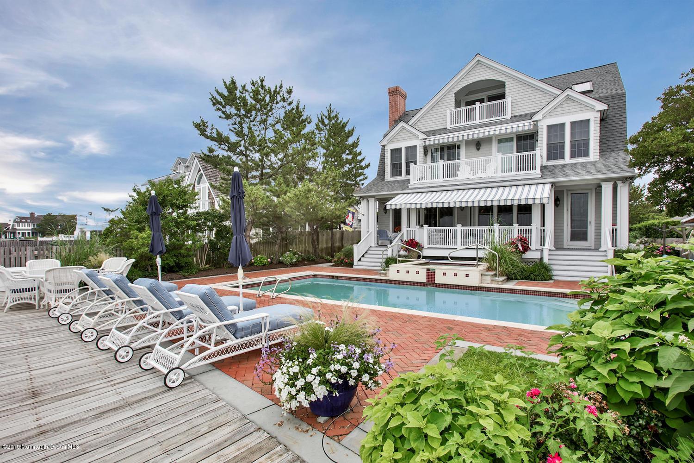 Photo of home for sale at 954 Lagoon Lane Lane S, Mantoloking NJ