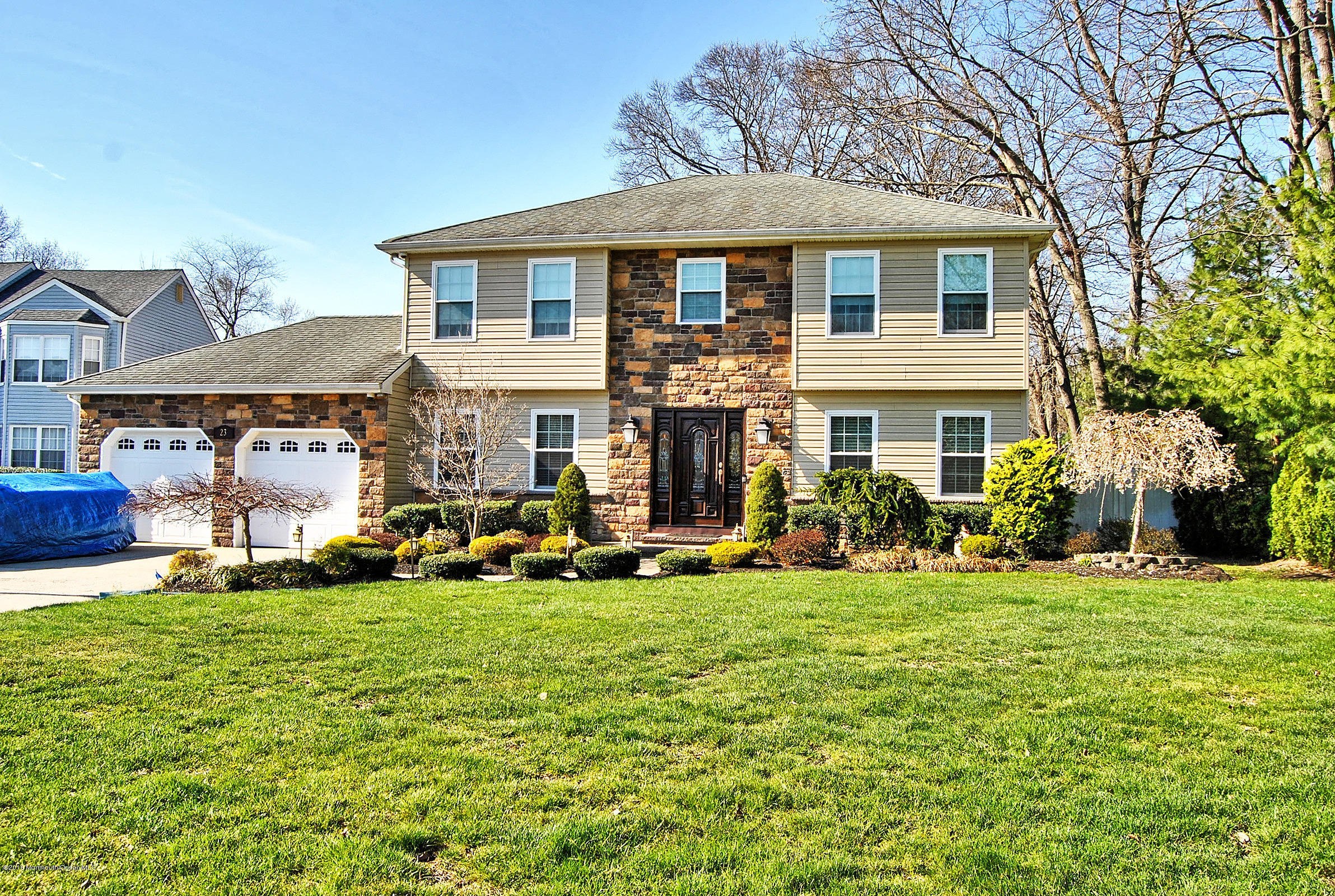 Photo of home for sale at 23 Melissa Lane Lane, Howell NJ