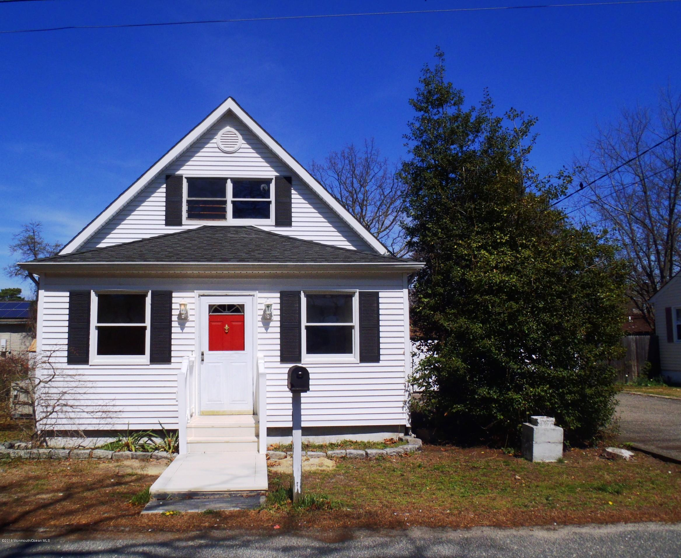 Photo of home for sale at 982 Gloucester Avenue Avenue, Brick NJ