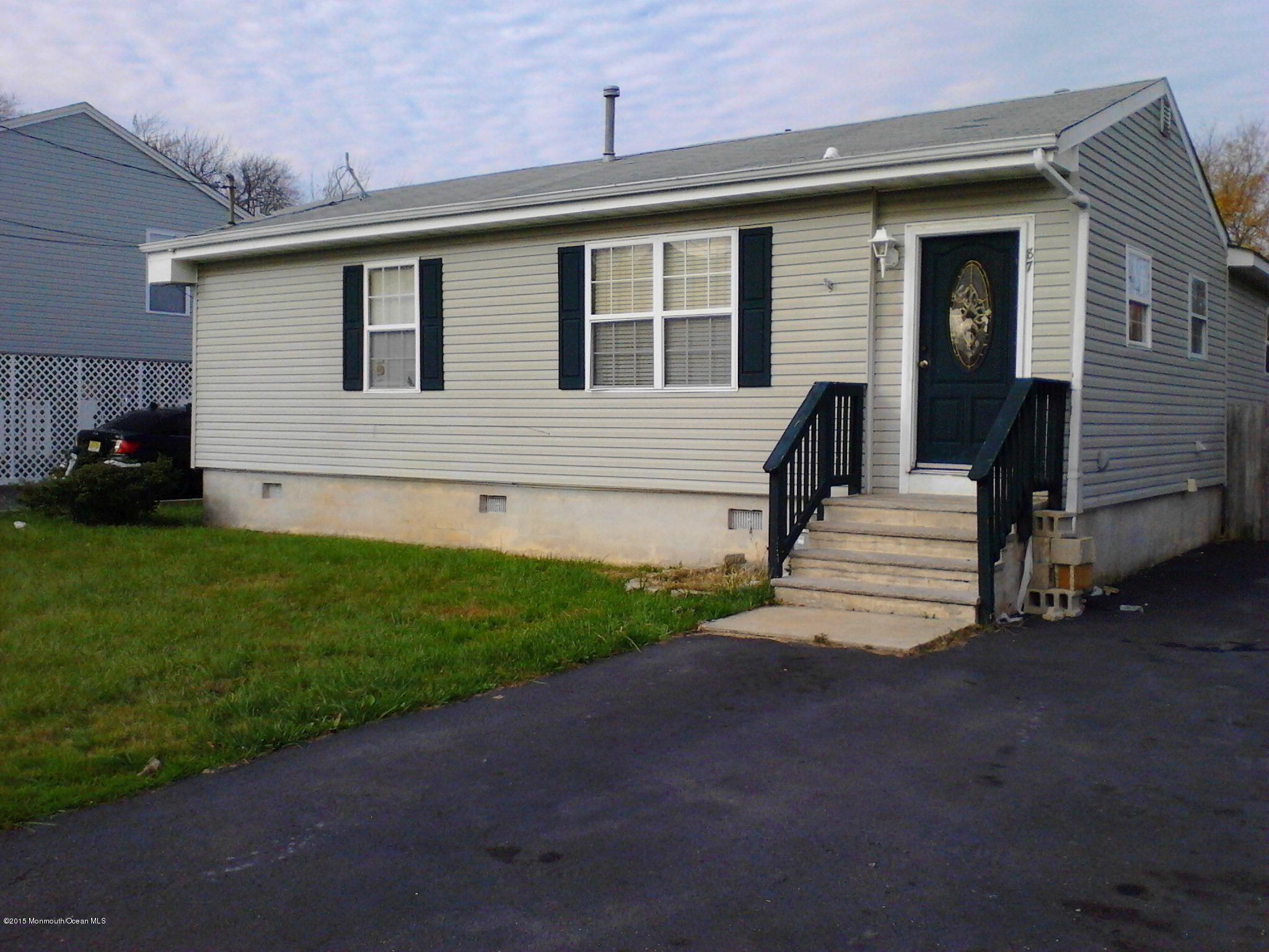 Photo of home for sale at 87 Illinois Avenue Avenue, Waretown NJ