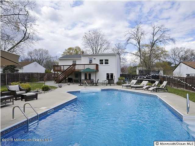 Photo of home for sale at 131 Leaf Lane Lane, Toms River NJ