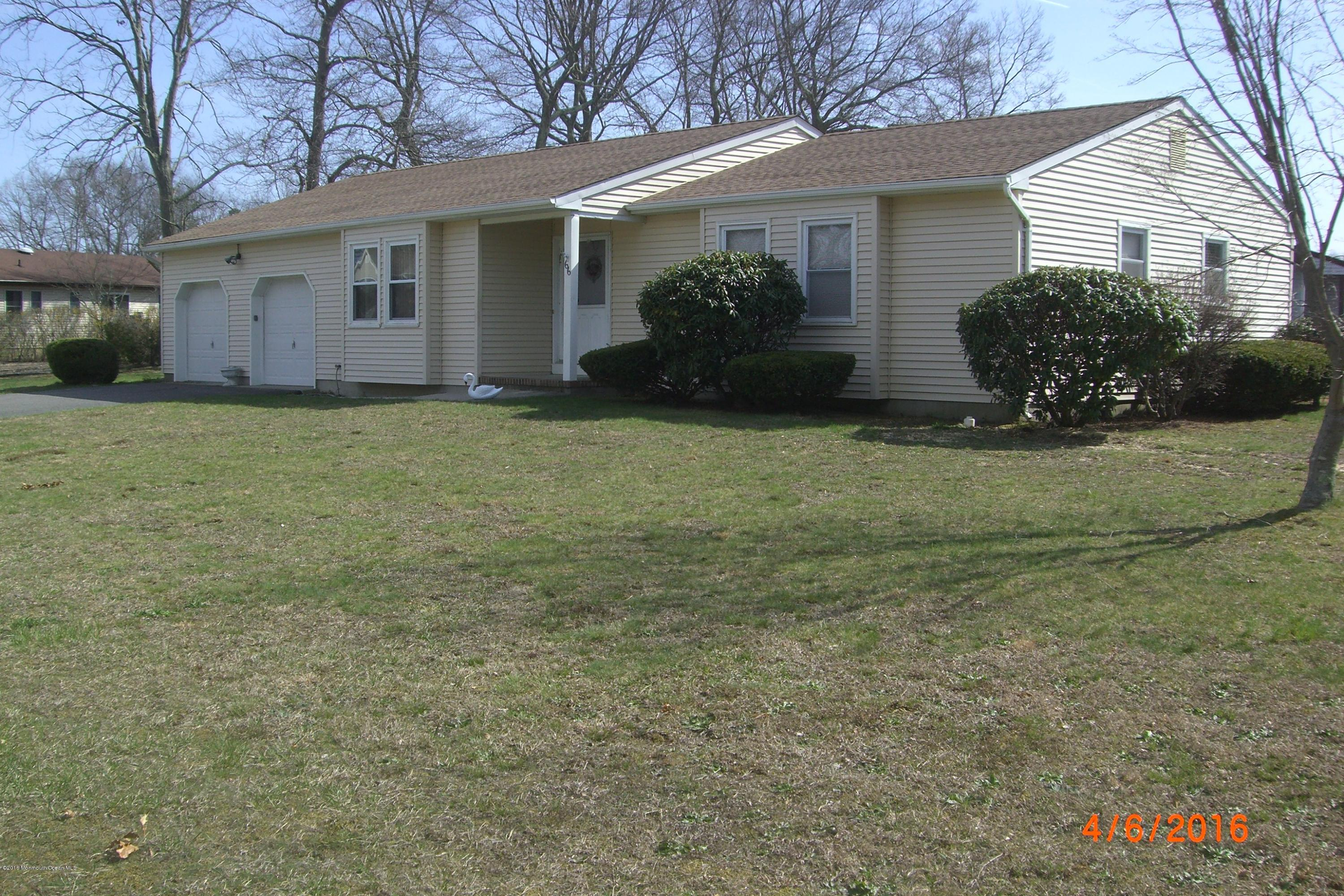 Photo of home for sale at 66 Pelican Drive Drive, Bayville NJ