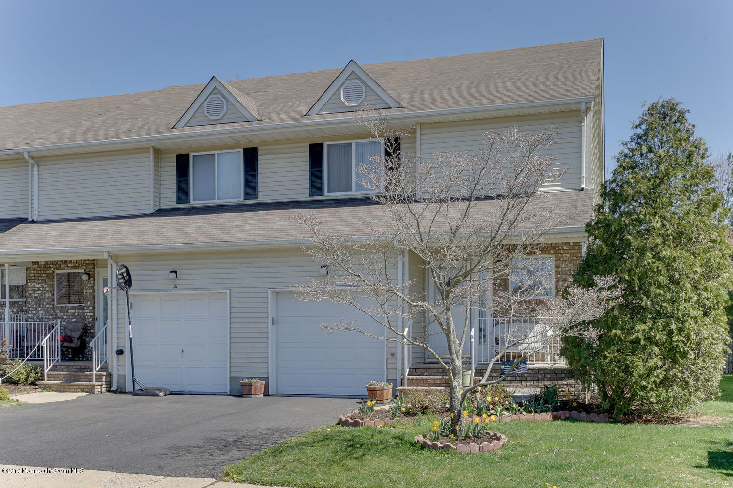 Photo of home for sale at 22 Forest Garden Drive Drive, Matawan NJ