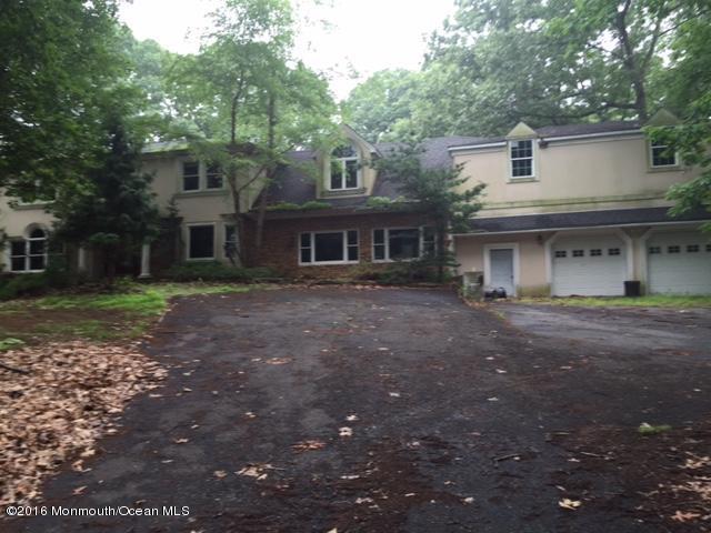 Photo of home for sale at 226 School Road Road E, Marlboro NJ