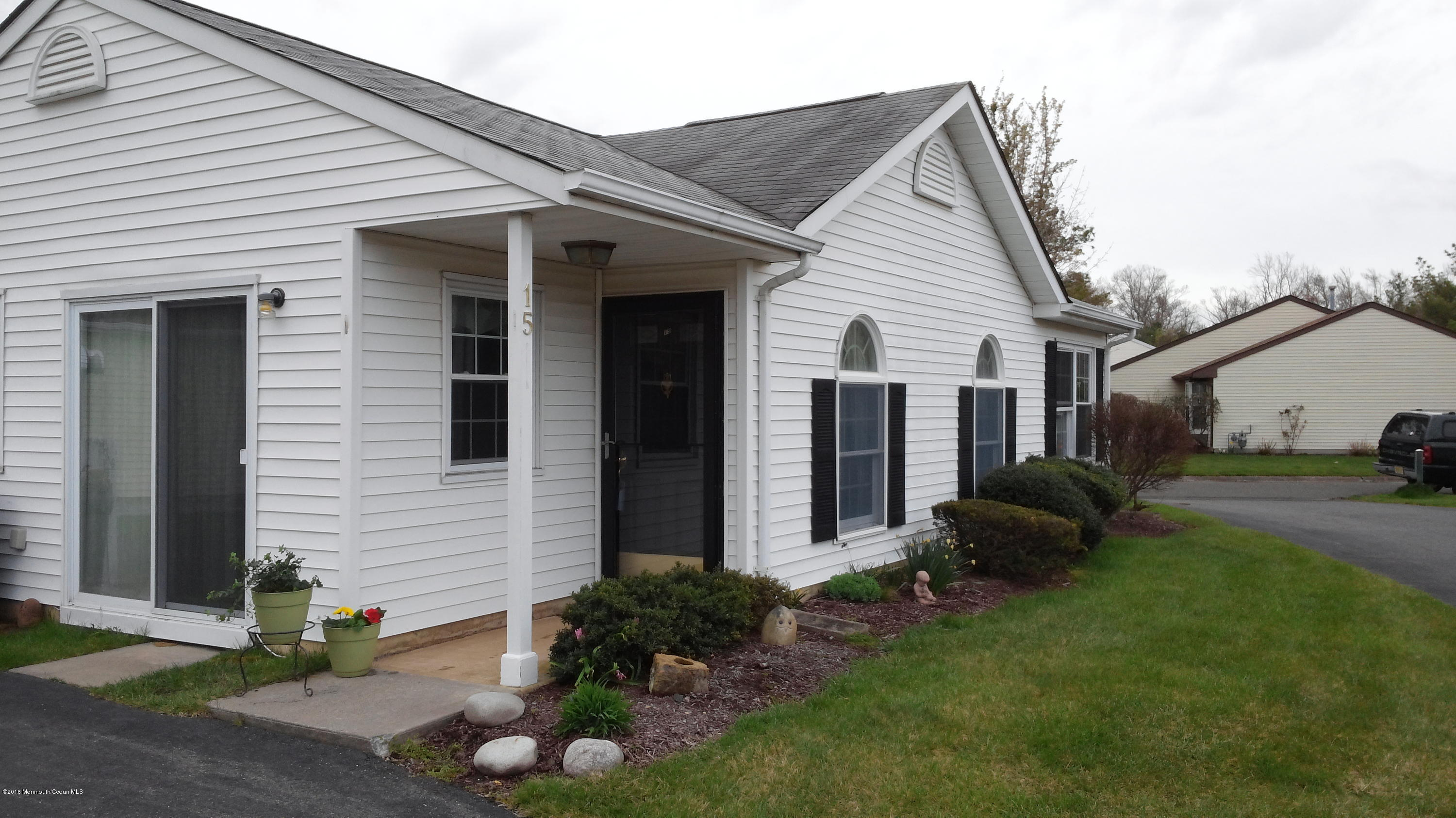 Photo of home for sale at 15 Ivy Ridge Close, Freehold NJ