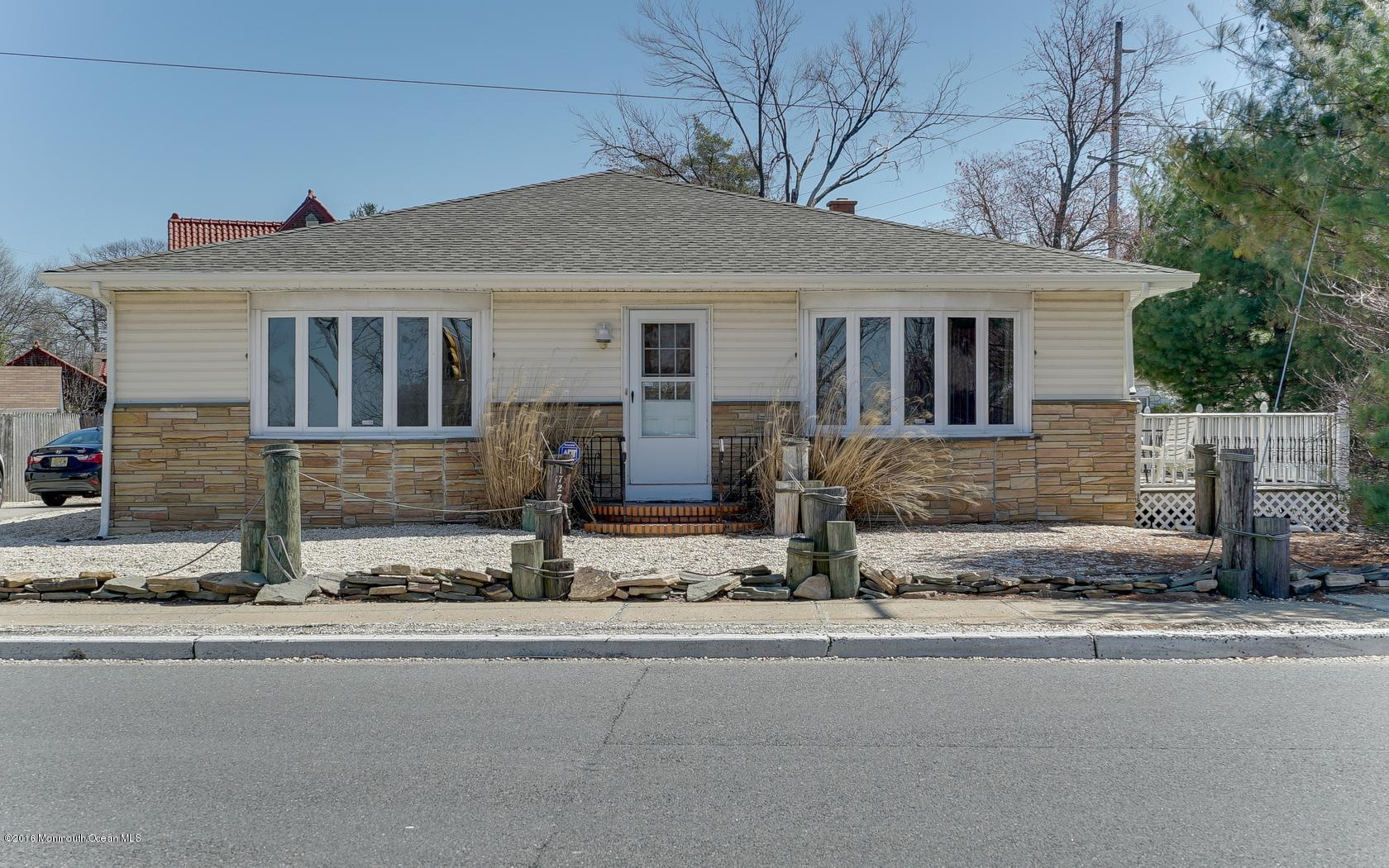 Photo of home for sale at 1727 River Road Road, Belmar NJ