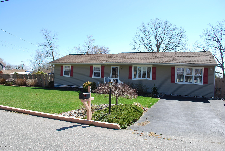 Photo of home for sale at 937 Tiller Avenue Avenue, Beachwood NJ
