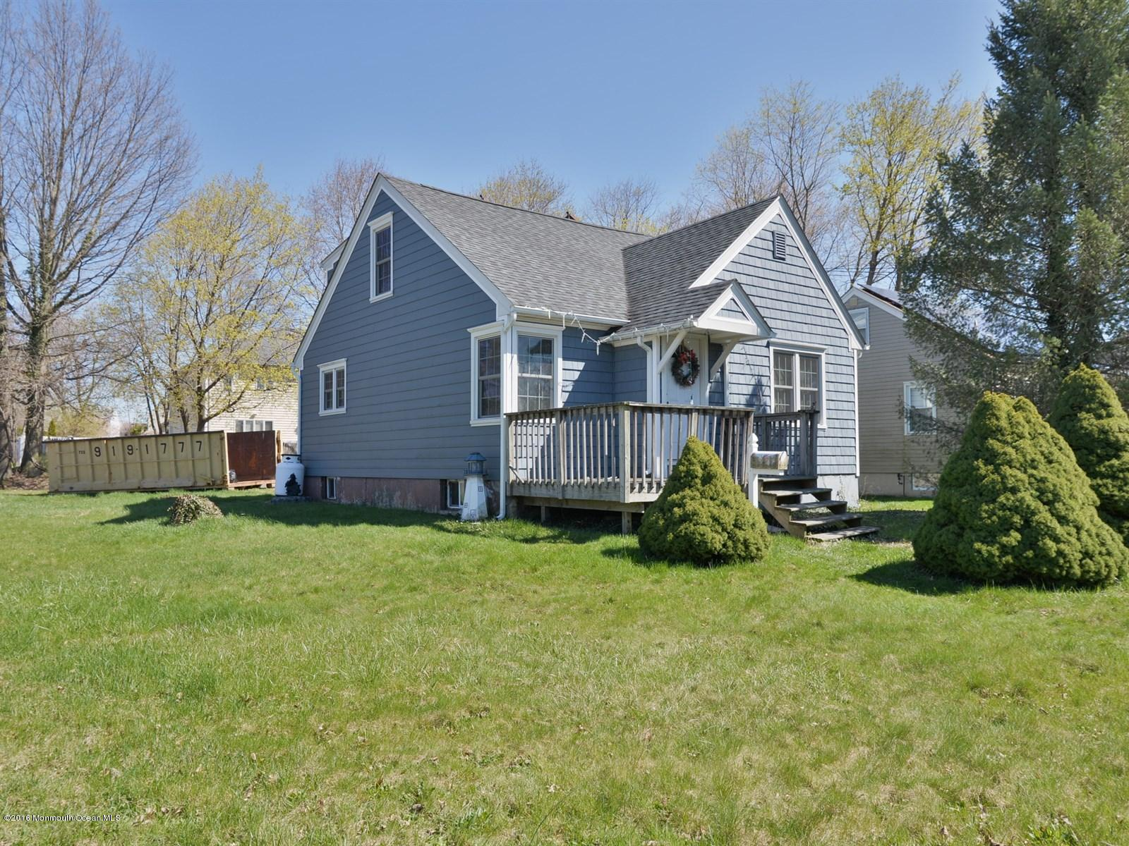 Photo of home for sale at 2 Victory Drive Drive, Englishtown NJ