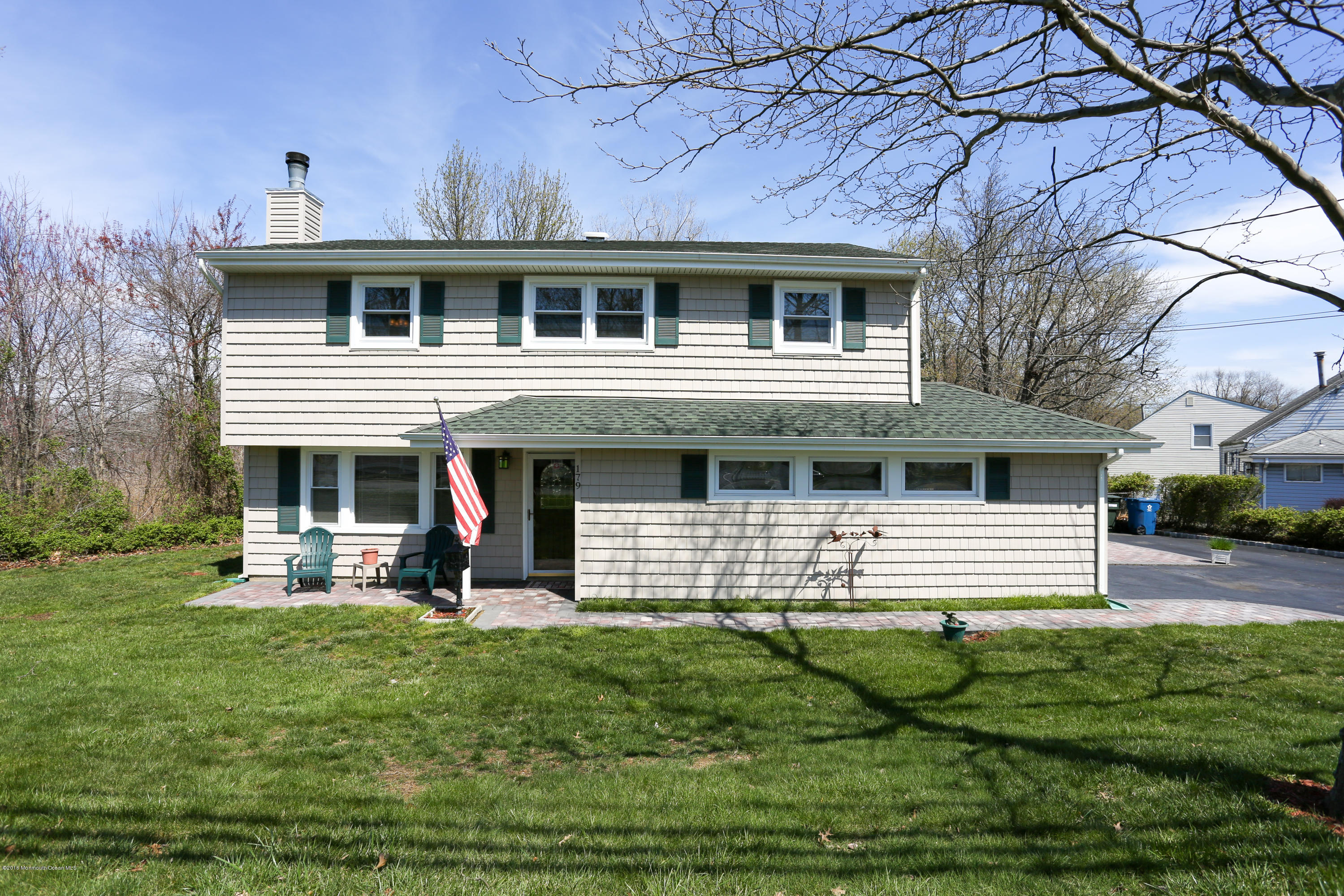 Photo of home for sale at 179 Middle Road Road, Hazlet NJ