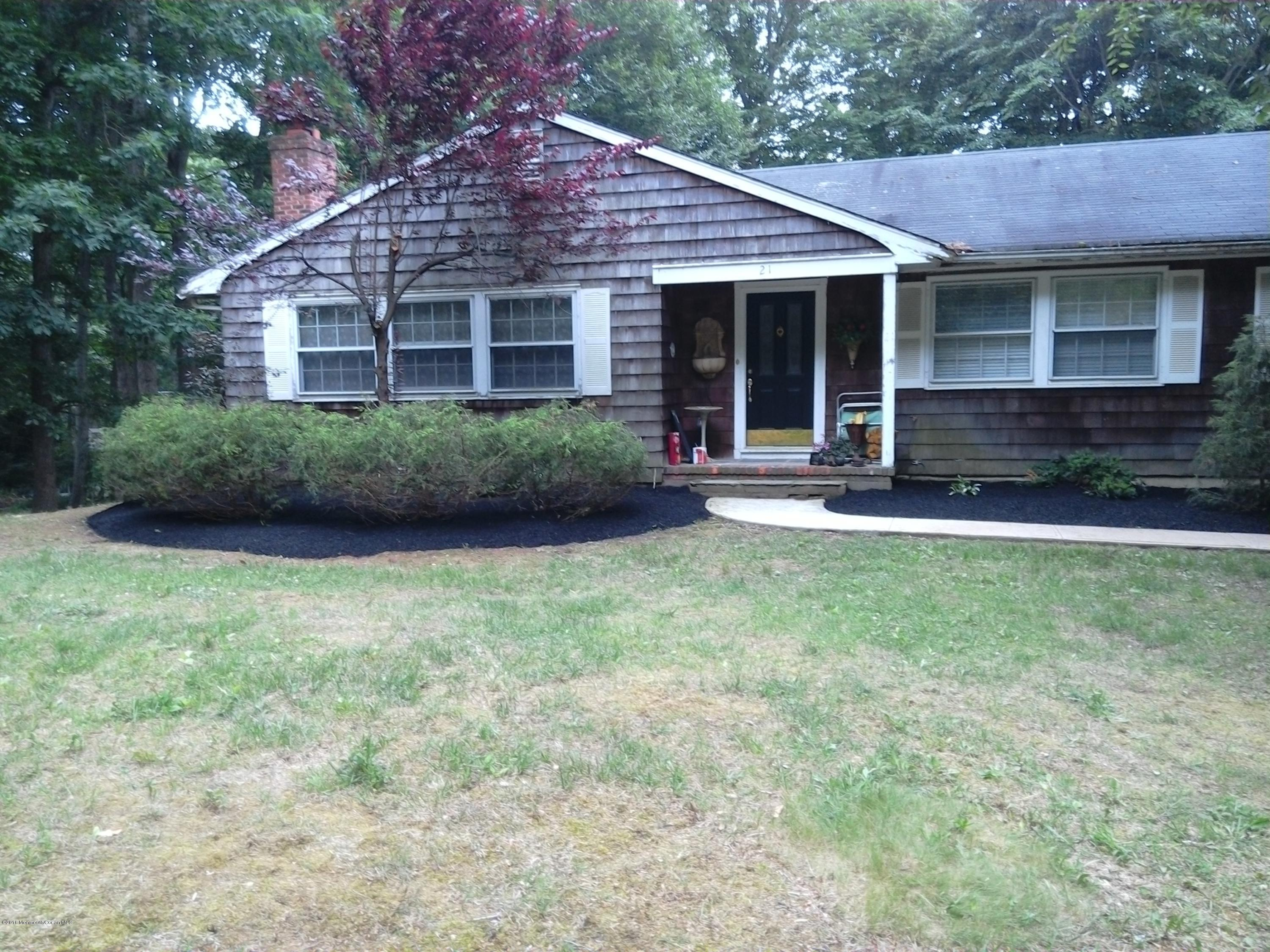 Photo of home for sale at 21 Tatum Drive Drive, Middletown NJ