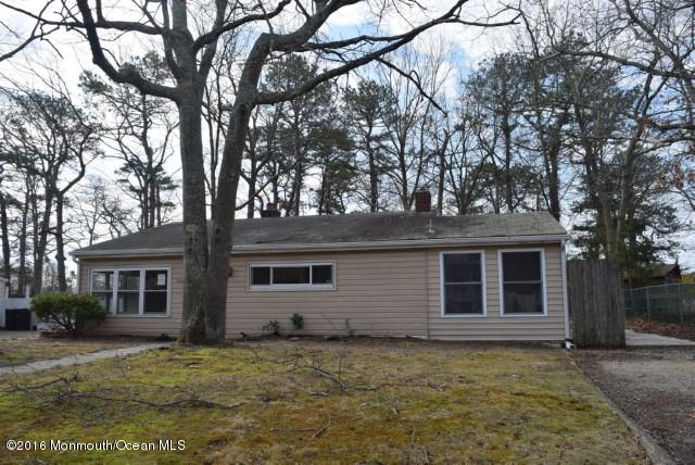 Photo of home for sale at 709 Pensacola Road Road, Forked River NJ