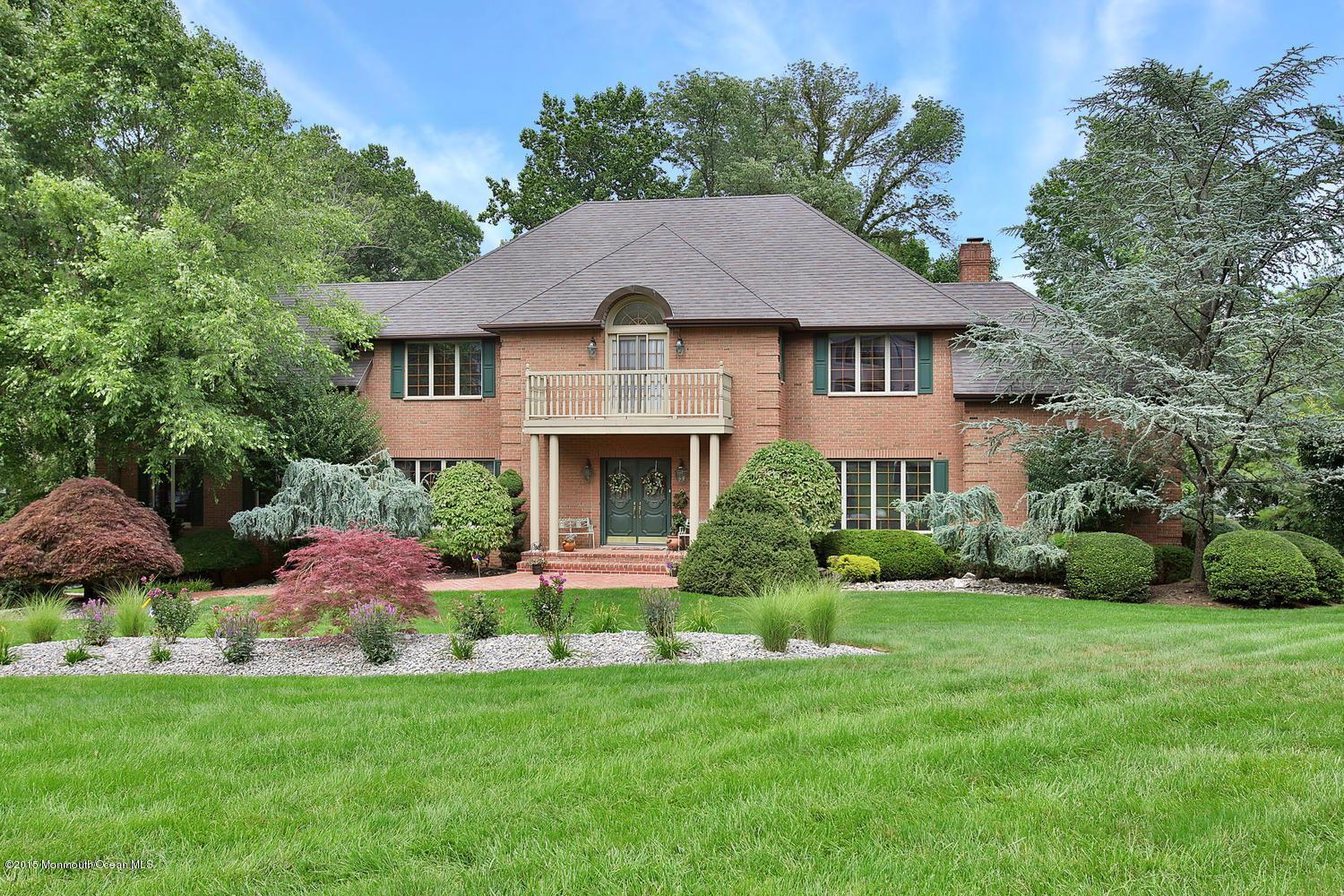 Photo of home for sale at 2 Muncee Court Court, Holmdel NJ
