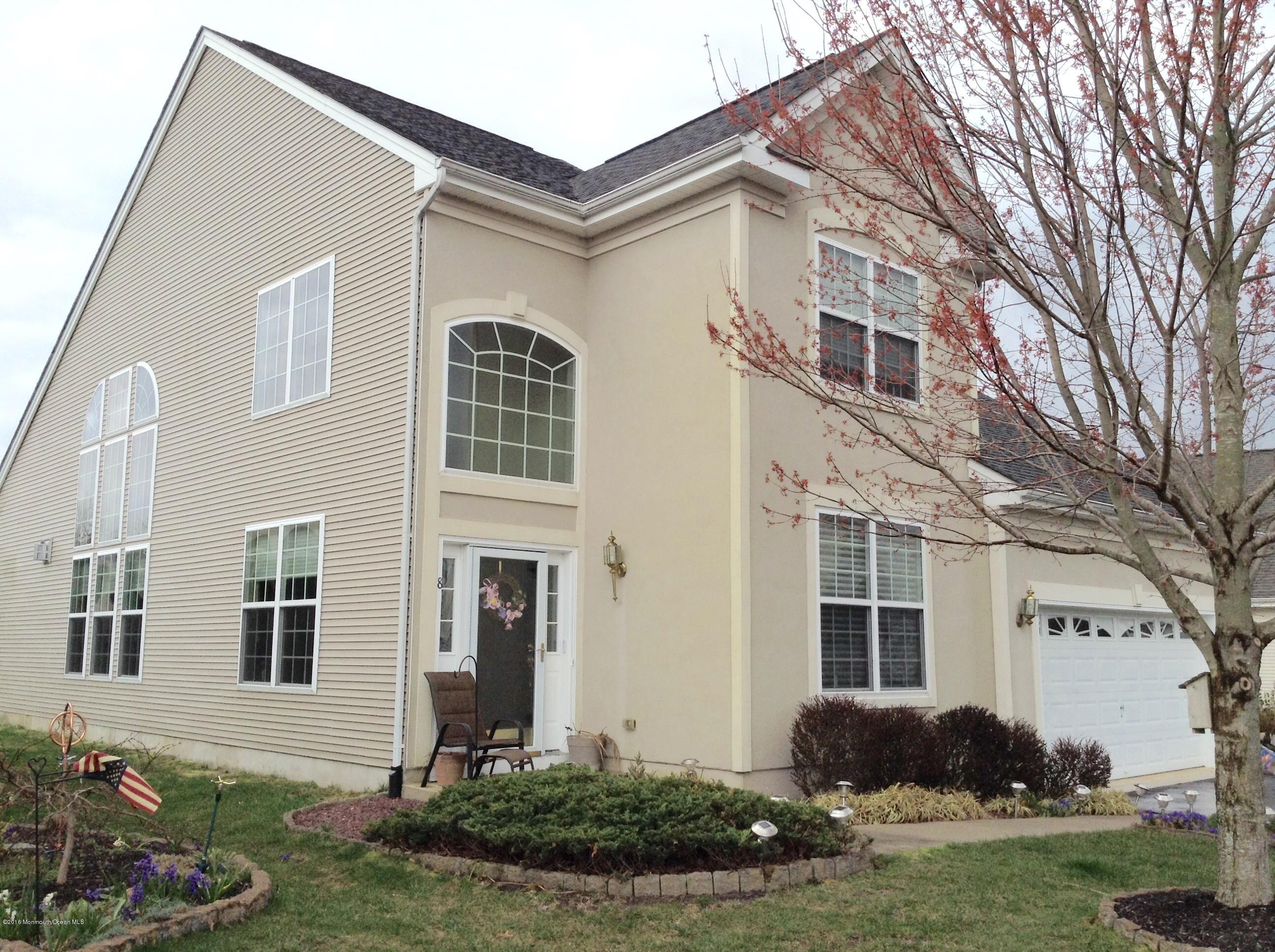 Photo of home for sale at 8 Harbor Place Place, Barnegat NJ