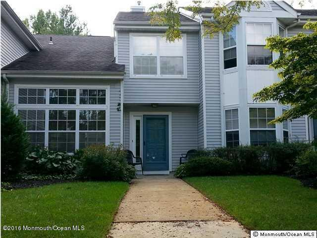 Photo of home for sale at 116 Wellington Court Court, Manalapan NJ