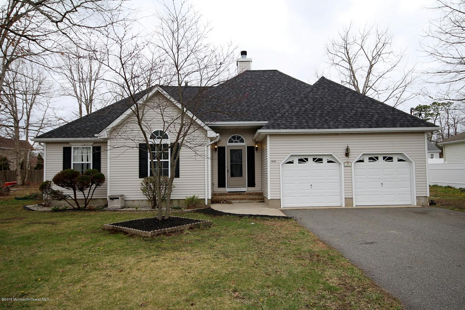 Photo of home for sale at 312 Lighthouse Drive Drive, Manahawkin NJ