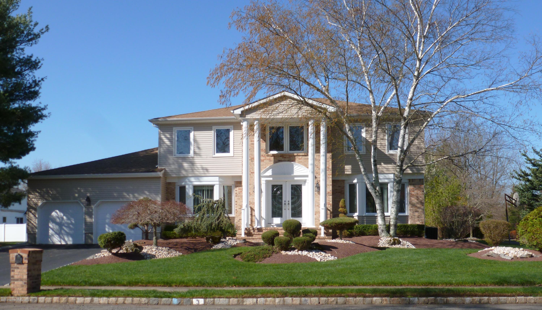 Photo of home for sale at 3 Richardson Court Court, Marlboro NJ