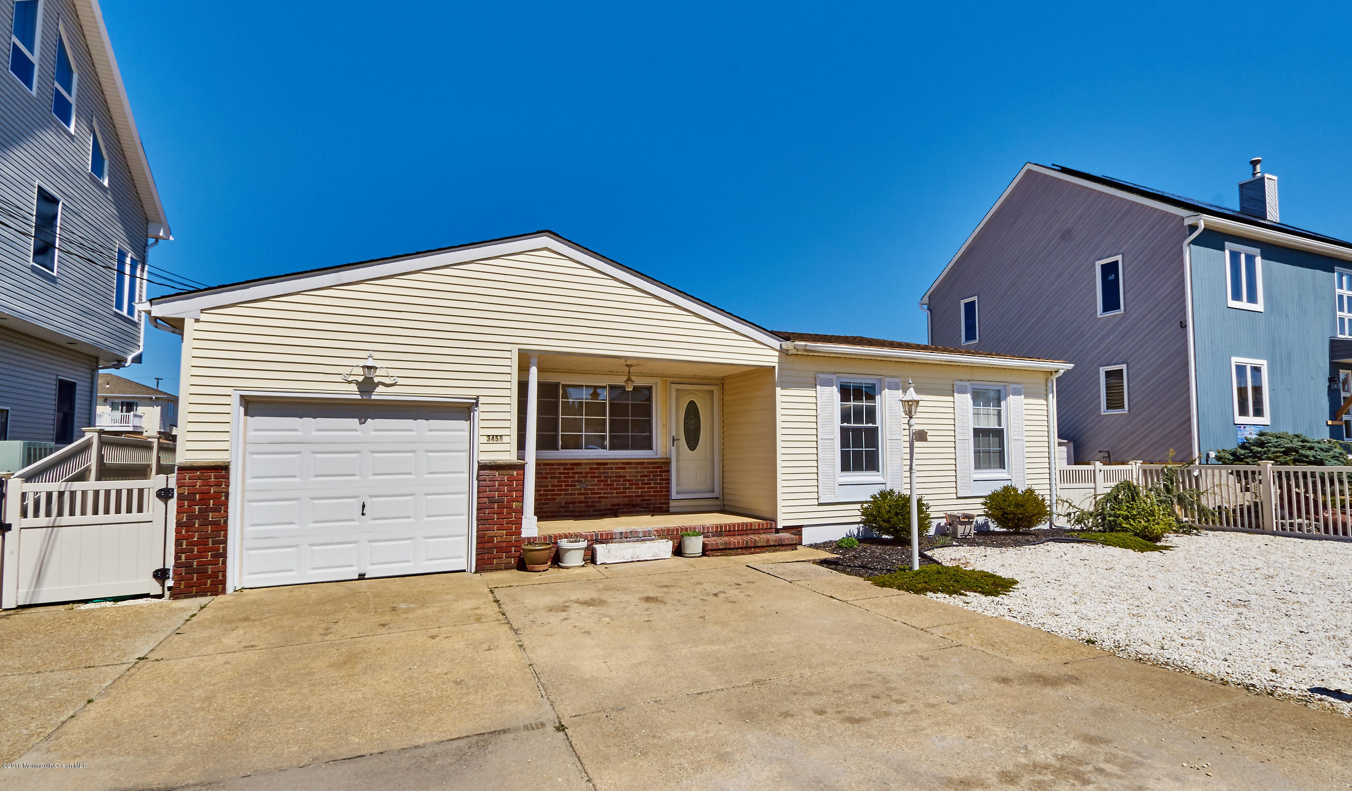 Photo of home for sale at 3458 Thistle Avenue Avenue E, Toms River NJ
