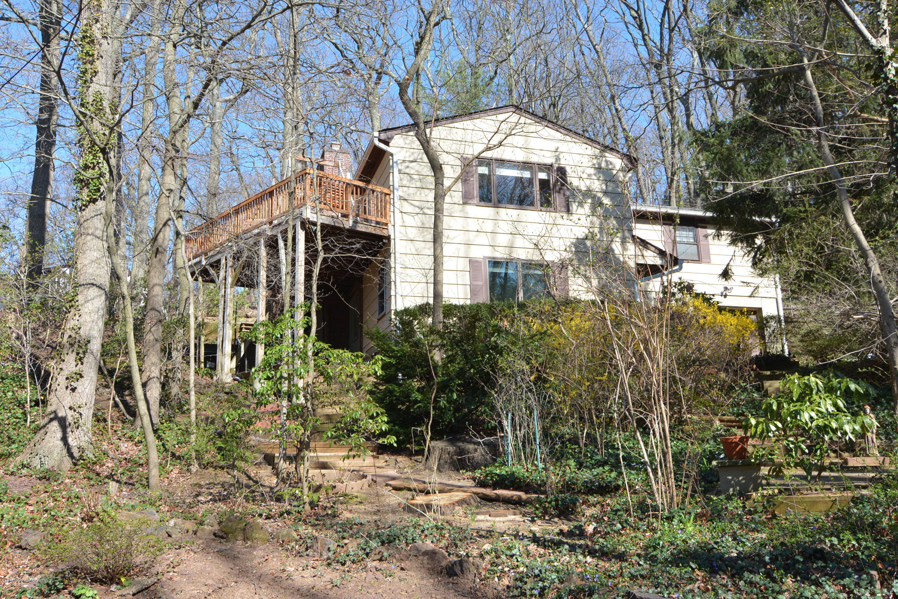 Photo of home for sale at 5 Auditorium Drive Drive, Atlantic Highlands NJ