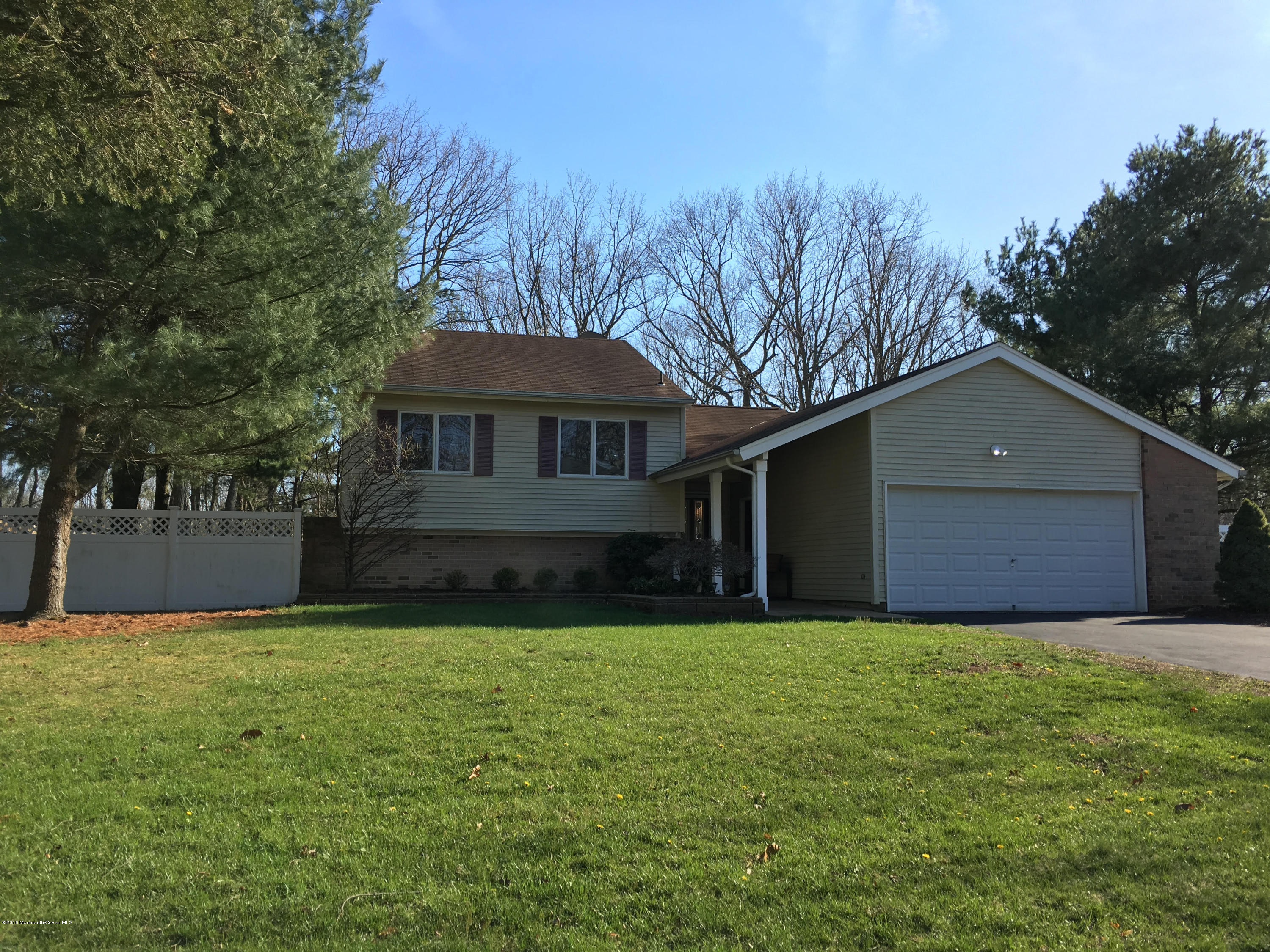 Photo of home for sale at 11 London Drive Drive, Jackson NJ