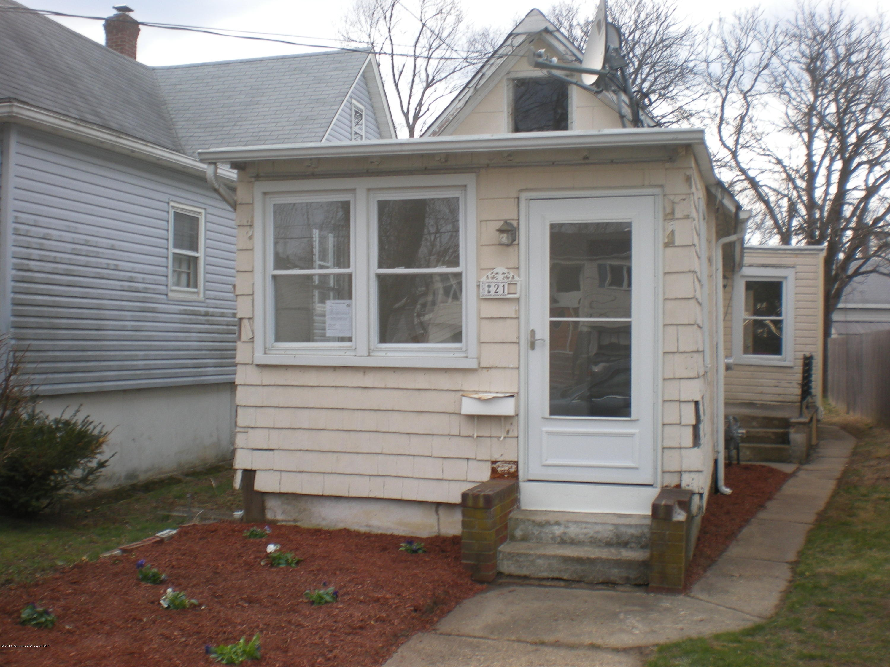 Photo of home for sale at 21 Brevent Avenue Avenue, Leonardo NJ