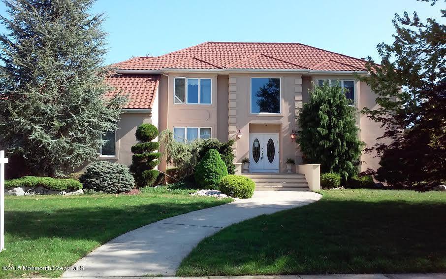 Photo of home for sale at 3 Yorke Lane Lane, Ocean Twp NJ