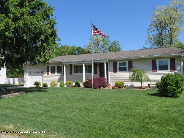 Photo of home for sale at 1106 Larsen Road Road, Jackson NJ