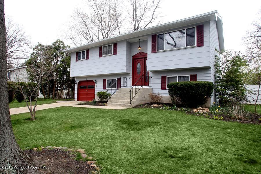 Photo of home for sale at 9 Allen Drive Drive, Allentown NJ