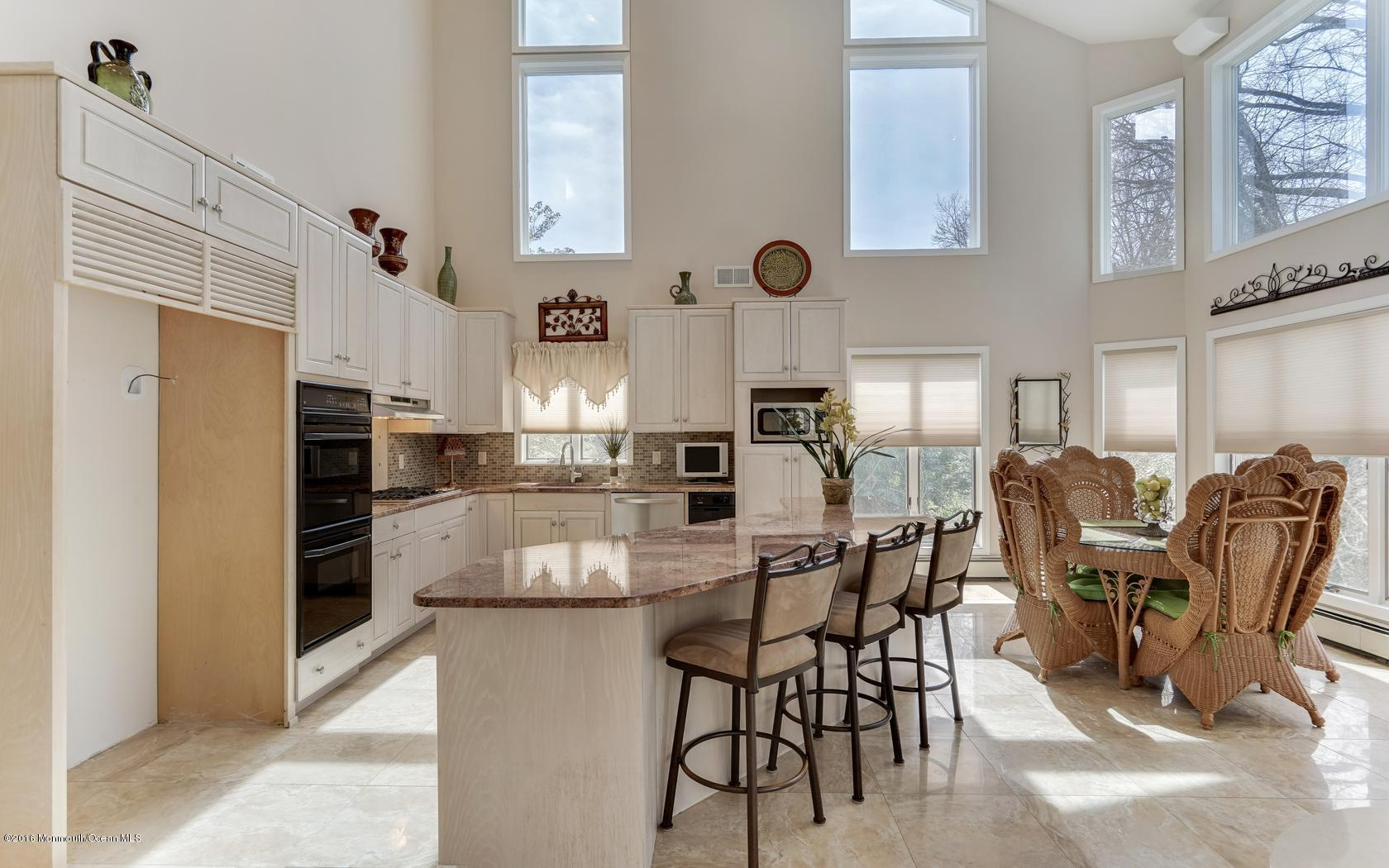 Photo of home for sale at 520 Hemlock Hill Drive Drive, Toms River NJ