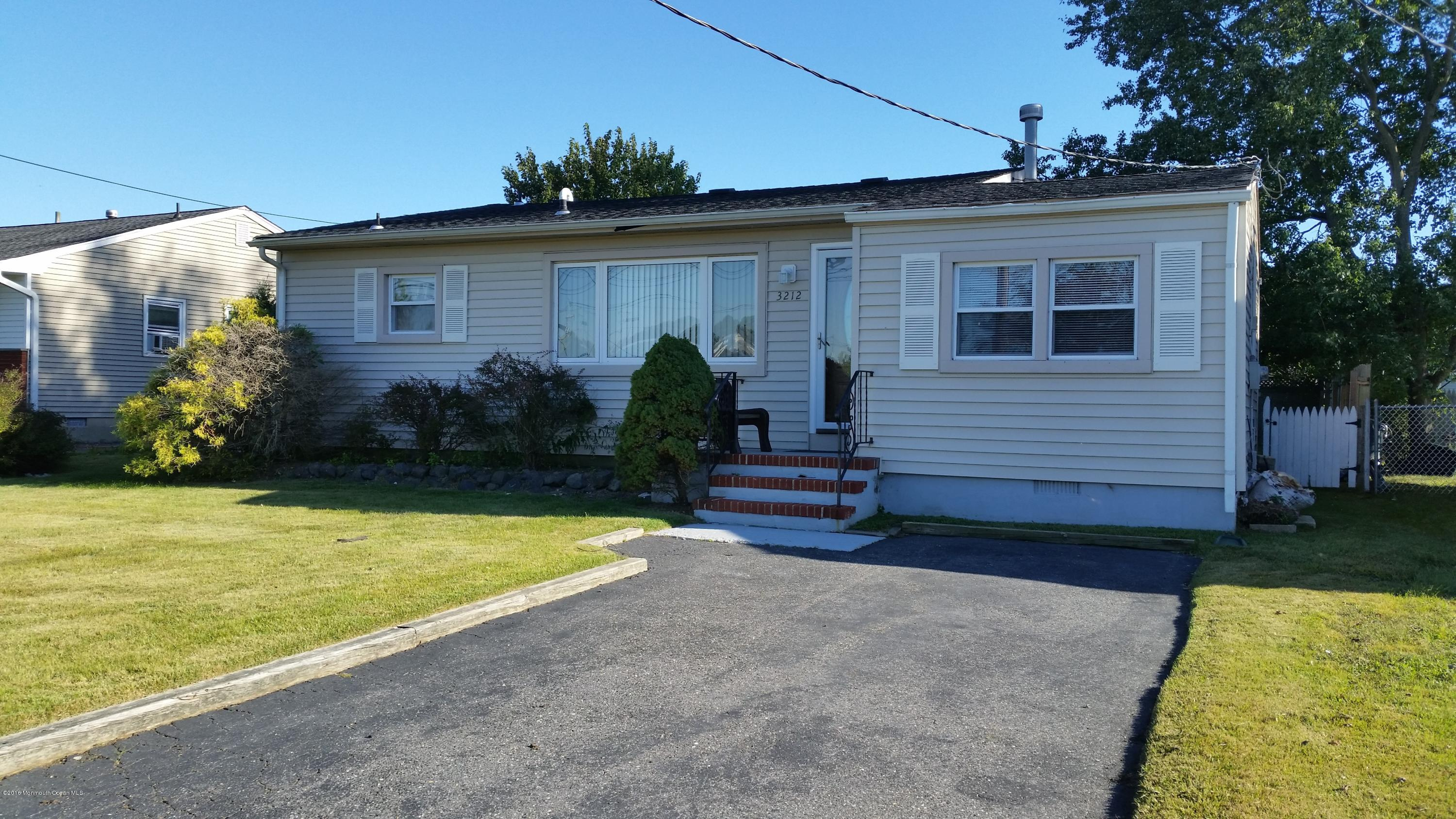 Photo of home for sale at 3212 Cohocton Avenue Avenue, Point Pleasant NJ