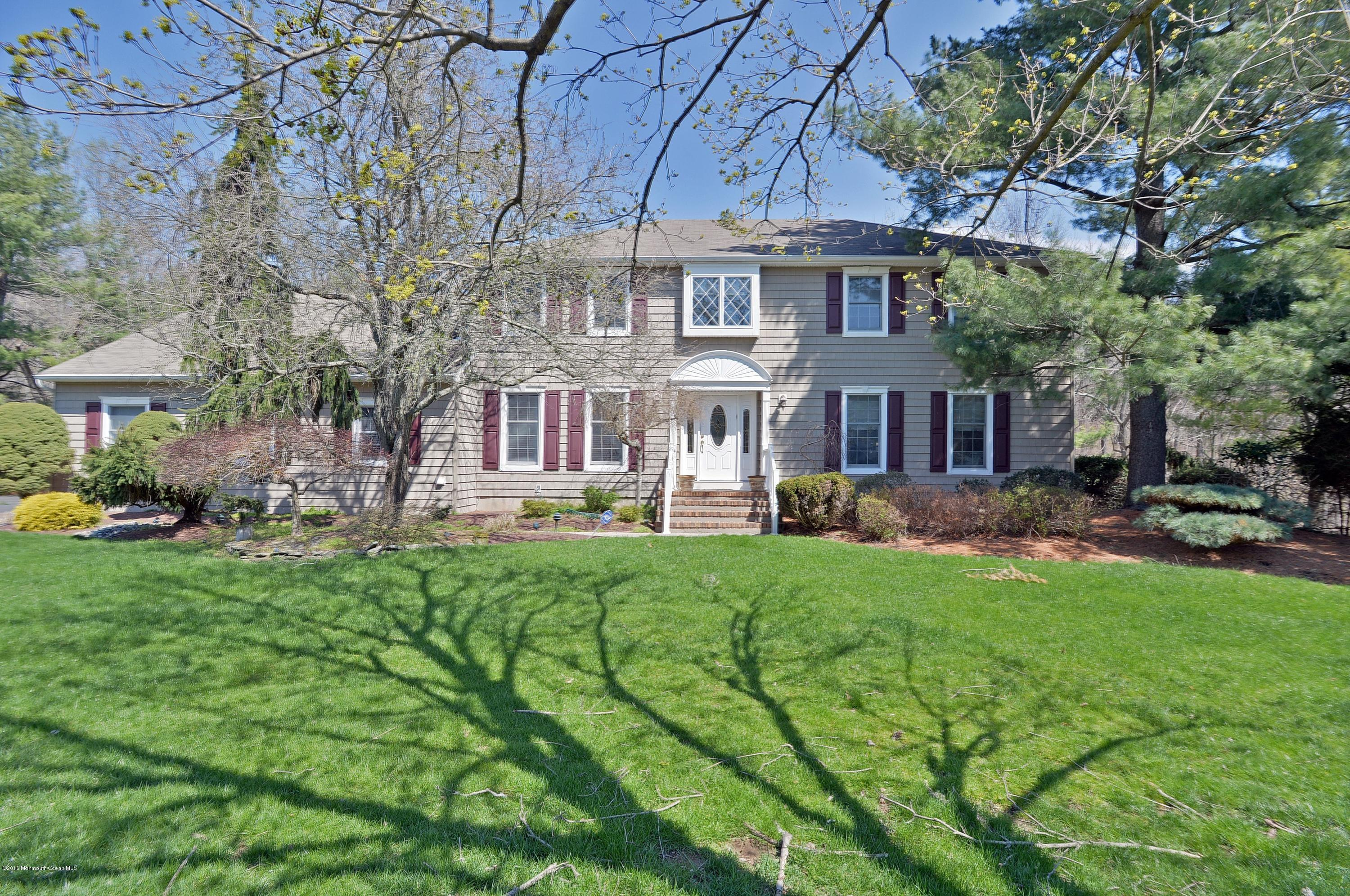 Photo of home for sale at 11 Cambridge Road Road, Holmdel NJ
