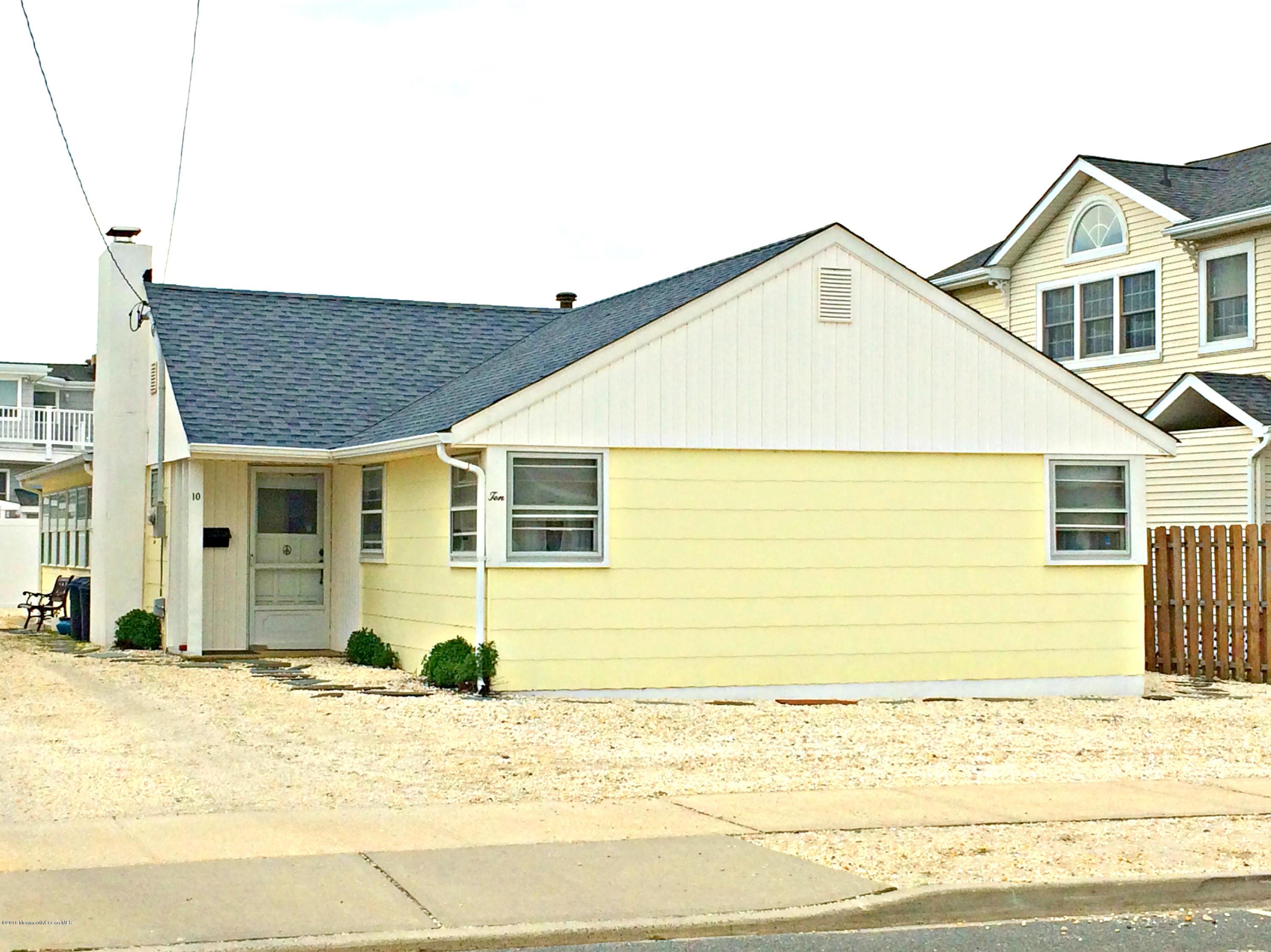 Photo of home for sale at 10 Pennsylvania Avenue Avenue, Lavallette NJ