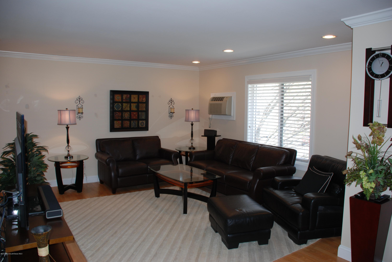 Photo of home for sale at 201 Covered Bridge Boulevard Boulevard, Manalapan NJ