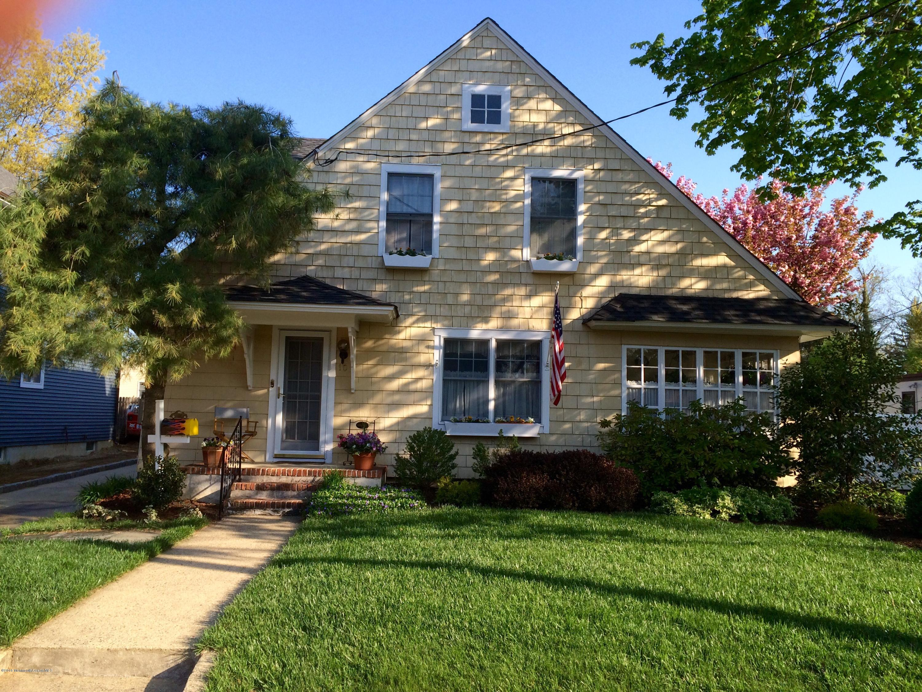 Photo of home for sale at 10 Carpenter Street Street, Red Bank NJ