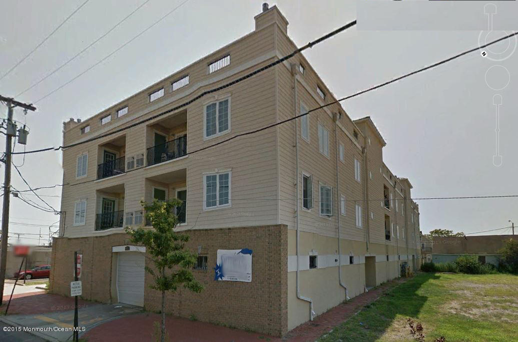Photo of home for sale at 276 Beachway Avenue Avenue, Keansburg NJ