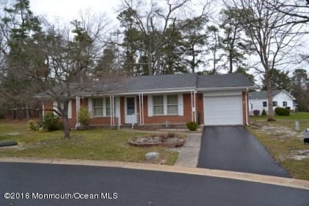 Photo of home for sale at 2 Bowie Court Court, Whiting NJ