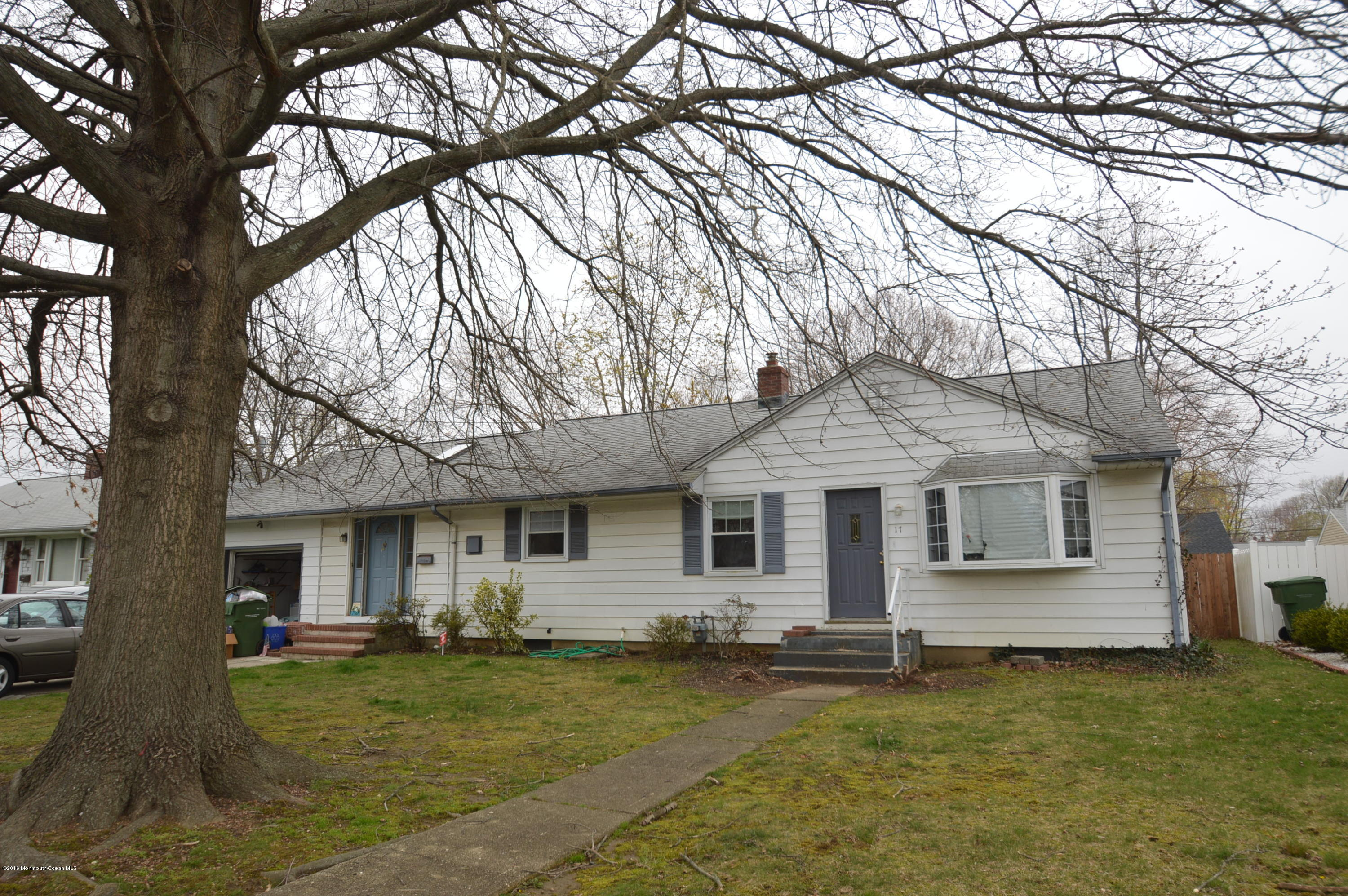 Photo of home for sale at 17 Reynolds Drive Drive, Eatontown NJ