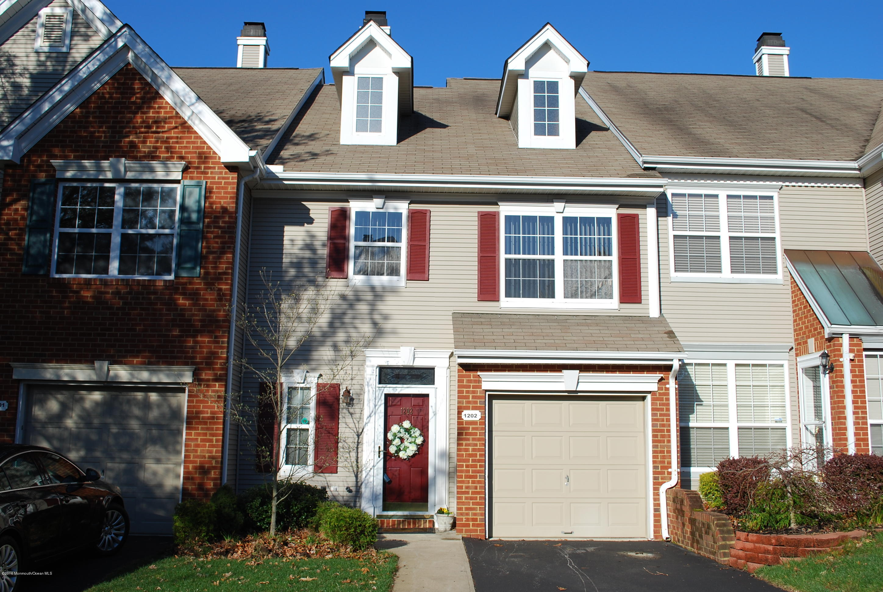 Photo of home for sale at 1202 King George Lane Lane, Toms River NJ