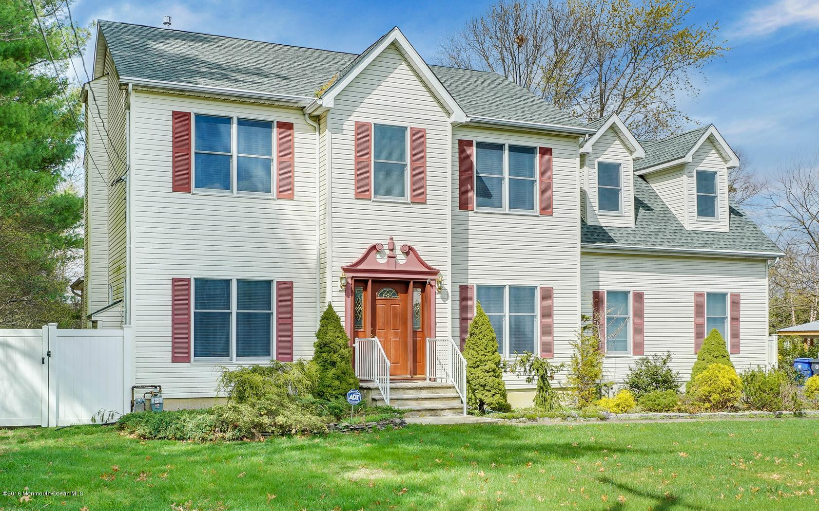 Photo of home for sale at 634 Dave Marion Road Road, Toms River NJ