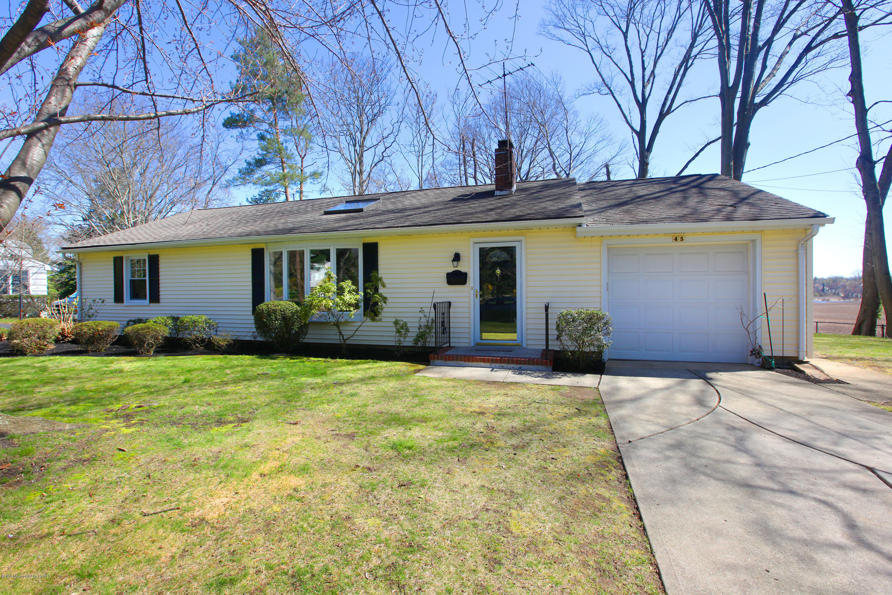 Photo of home for sale at 45 Dow Avenue Avenue, Red Bank NJ