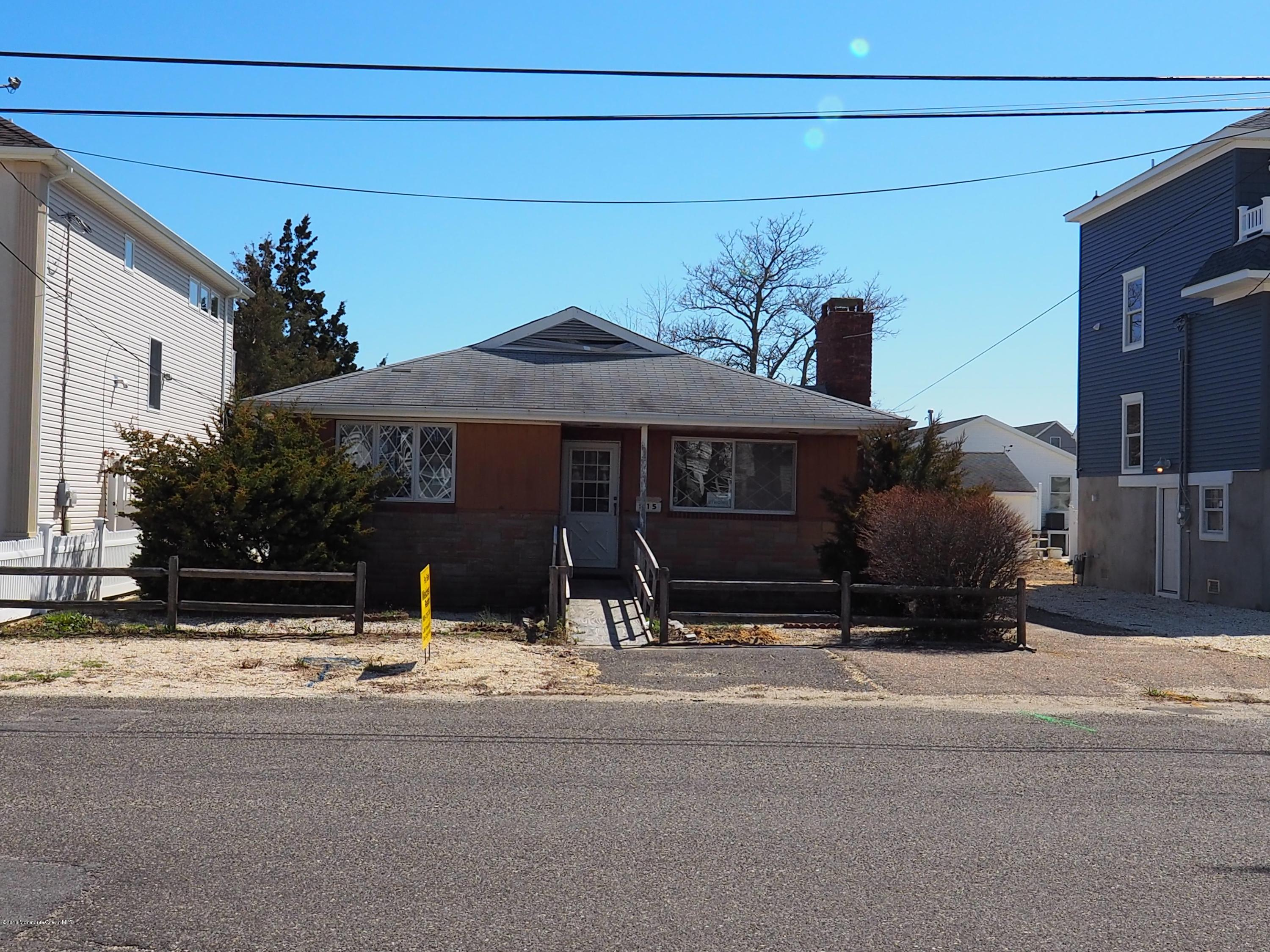 Photo of home for sale at 215 4th Avenue Avenue, Seaside Heights NJ