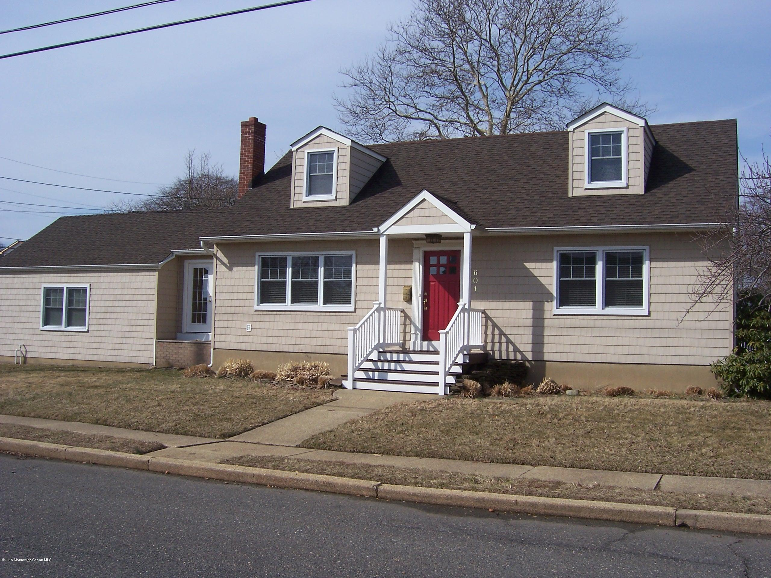 Photo of home for sale at 601 Chicago Avenue Avenue, Point Pleasant Beach NJ